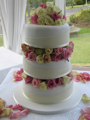 Rose-gardens-wedding-cake