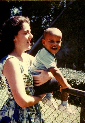 Barack-with-mother
